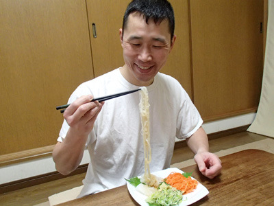 この太さだと素麺風ですが、太目の刃でジャガイモを切って揚げると細切りフライドポテトになります。