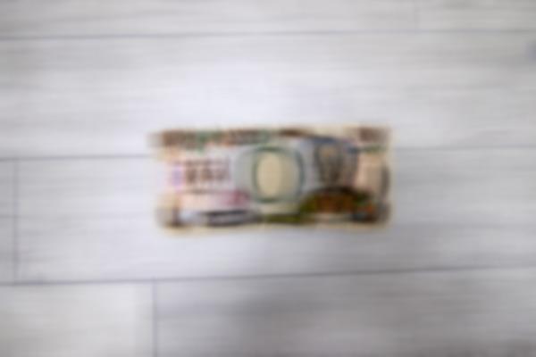 ほら、これだとちょっと遠くから見れば紙幣に見えなくもない(裸眼の視界を再現)