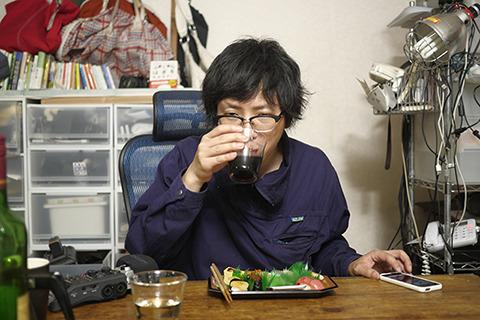 寿司をたべてワインを飲み、思ったことをすべて口に出して録音する
