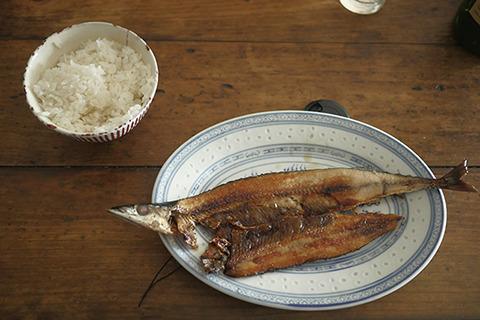 食べきれなくて翌日になったサンマの干物も60点。なかなかのマリアージュだった。青魚の加工食品、あじの醤油漬けと同じことか。