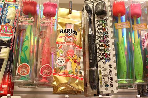 問:歯ブラシ専門店でグミ売ってるのはなぜか。