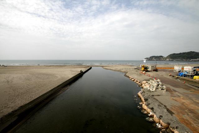 由比ヶ浜から相模湾に注ぐ滑川