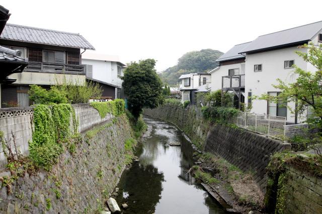 河口付近はそこそこ川幅があったものの、内陸に入ると極端に細くなった