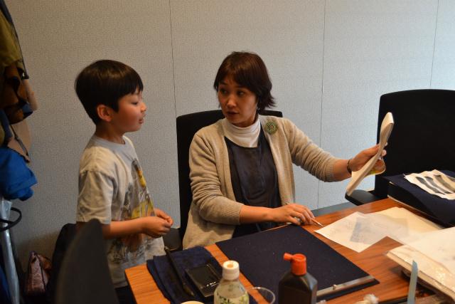 子供の考える野良漢字を清書してくれる書家の関先生