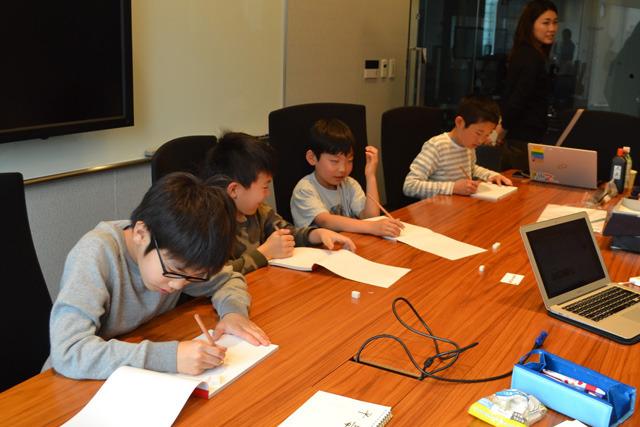 まずは紙で漢字を書いてもらって