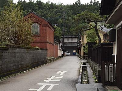 このあたりは寺が多く、寺町と呼ぶそうだ。城下町ということもあり、美観である。