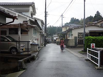 昨日の朝はうちにいたのに、今朝はひとりこんな他所様の町にいるなんて。