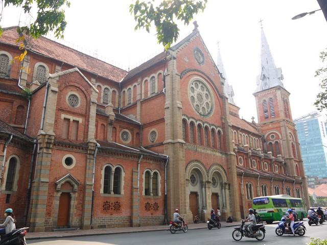 ベトナムのサイゴン大教会、定番の観光スポット。