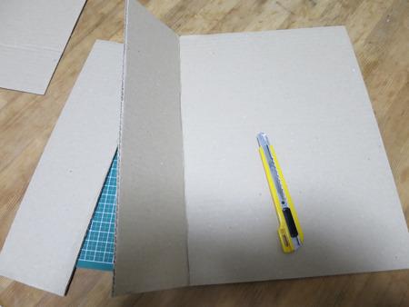 ポテチの袋のサイズに厚紙を切って