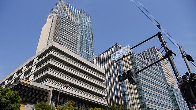 東京ミッドタウンを見つつ、