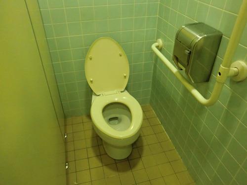 山下町地下駐車場、地下2階にあるトイレ