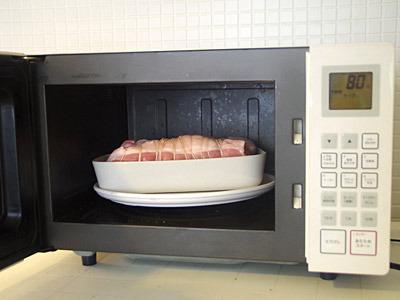 すでに縛ってある豚モモ肉(750グラムくらい)を2つ買ってくれば超簡単。