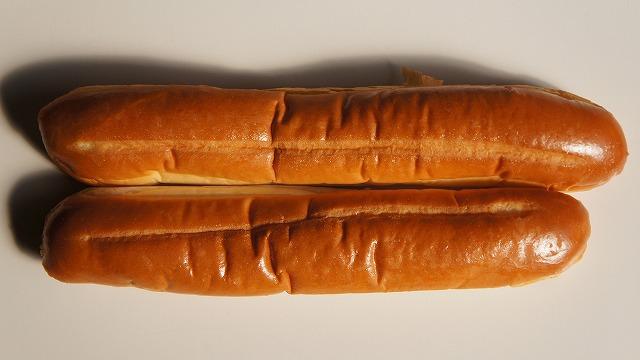 長さが違う、旬は冬、まず折って食べよ。菓子パン、ナイススティックを5分かけて厳選する妻、その姿を通じナイススティックを見つめなおす。(古賀)