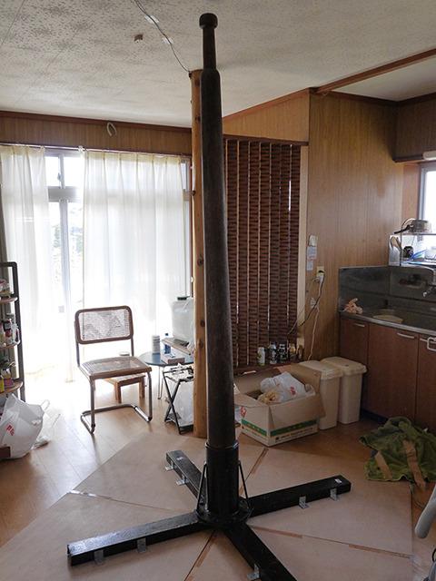 ダイニングにそびえたつ本物のマラカーンブ。日本で唯一の柱である