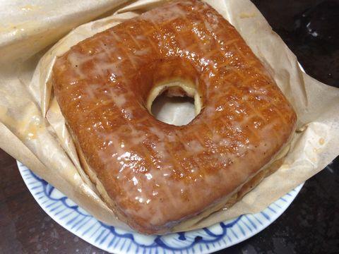 ドーナッツプラント名物(?)、四角いドーナツ。
