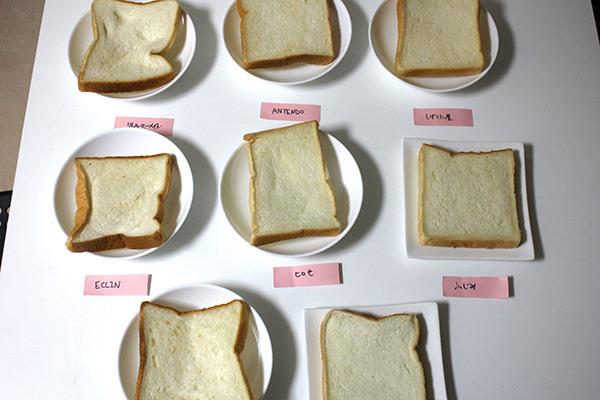 一時期昼食にサンドイッチを作るのにはまっていて、必ず2枚使うので、偶数じゃないと半端が出ます。6枚切りこそ日用にふさわしい食パンだと思っています。写真はフリーペーパーの企画で高円寺のパン屋の食パンを食べ比べた時のもの。(松本ジュンイチロー)