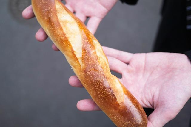 甘いパンだが、クリームは味方するか