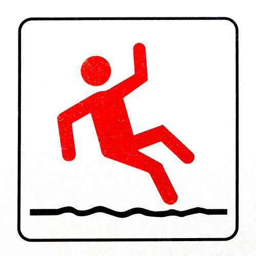 近寄って観察すると、こんな。ちょっと腰が引けた滑りではないだろうか。踊っているようにも見える。