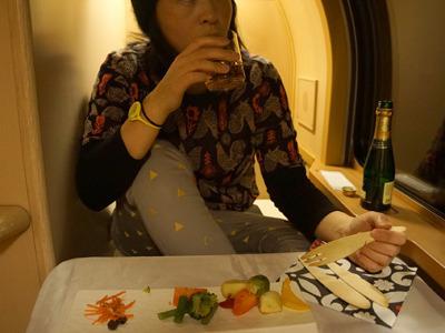 ちなみにこの見切れている写真は「寝台列車個室にマイ食堂車を作る試み」より