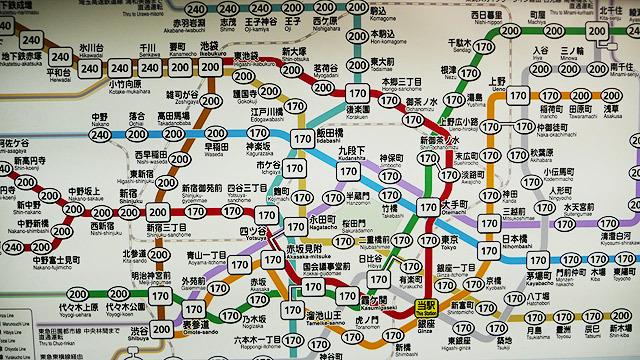 東京は駅と駅が近いので実は歩いた方が早いんじゃないか。神保町から御茶ノ水まで、電車だと13分かかるところが歩くと11分でした。2分得!(安藤)