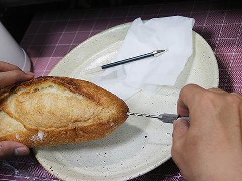 固くないパンならドリルも不要です。