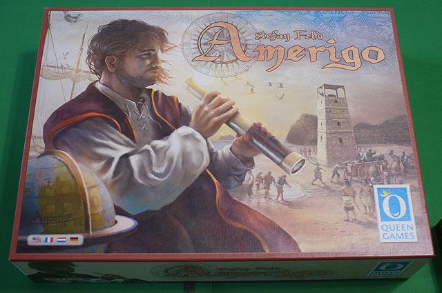 ステファン・フェルト氏の作品、「アメリゴ」。箱が異常なくらいでかい。