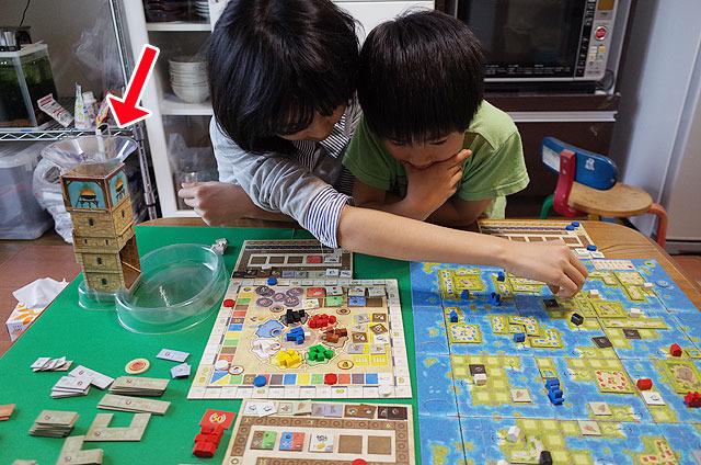 左に置いてある「塔」がこのゲームの肝。