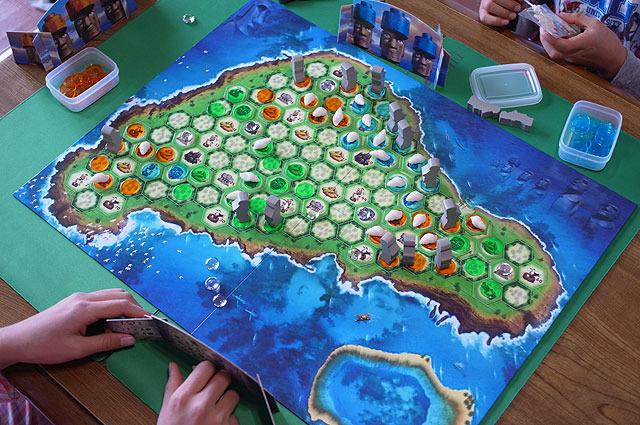イースター島にモアイを建てるゲーム。