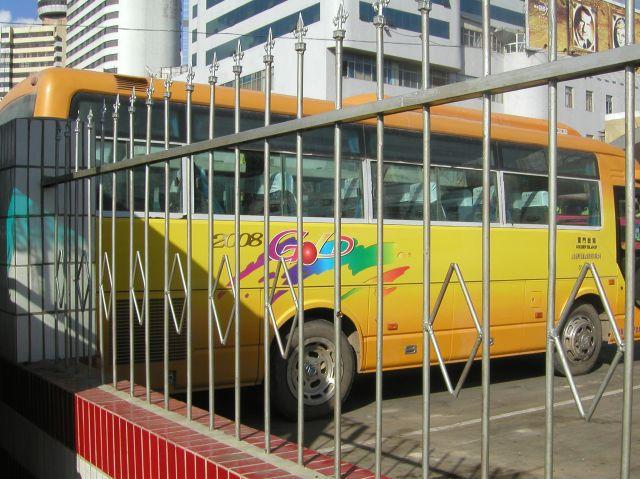 北京オリンピックに向かう時代は、それ関係のデザインのバスもあった。今は引きずってなく、見ることはない。