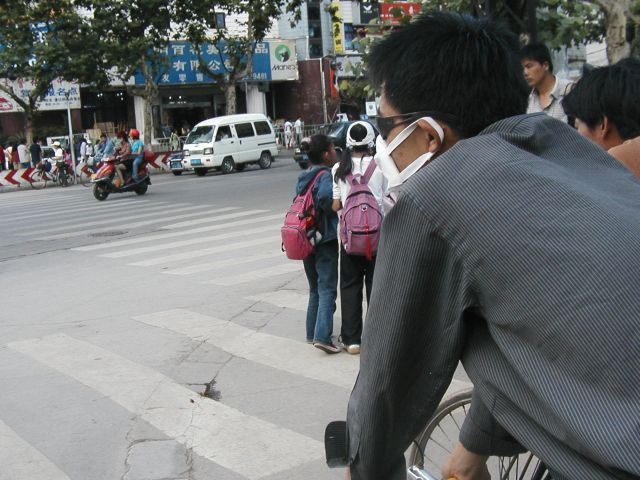 マスクも昔のはチープだった。今は本格的な日本製のや3Mのを着用している人が目立つ