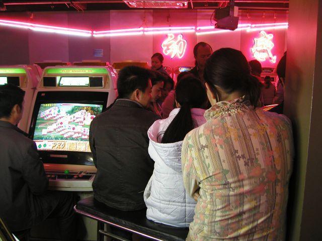 ゲームセンターは青年向け中年向けだった。今は日本みたいに家族向けに。