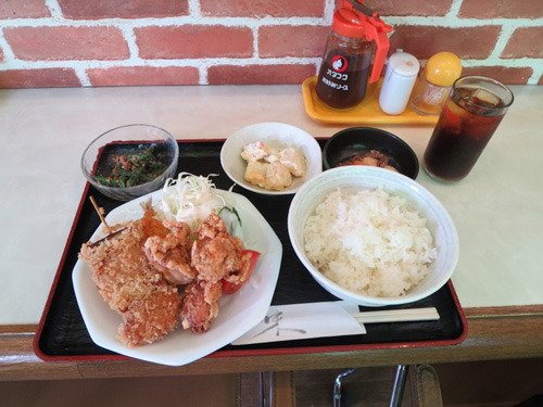 こちらはミックス(アジ、鶏カラ、カキ・900円)