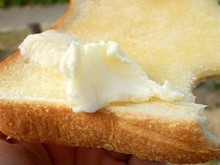 バターを塗ったトーストに、追いバター!口どけの柔らかさがすごい!