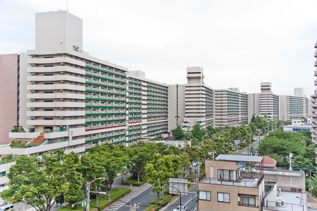 東京には長さ1.1kmの団地があります。しかもこれ、ファイアーウォール!