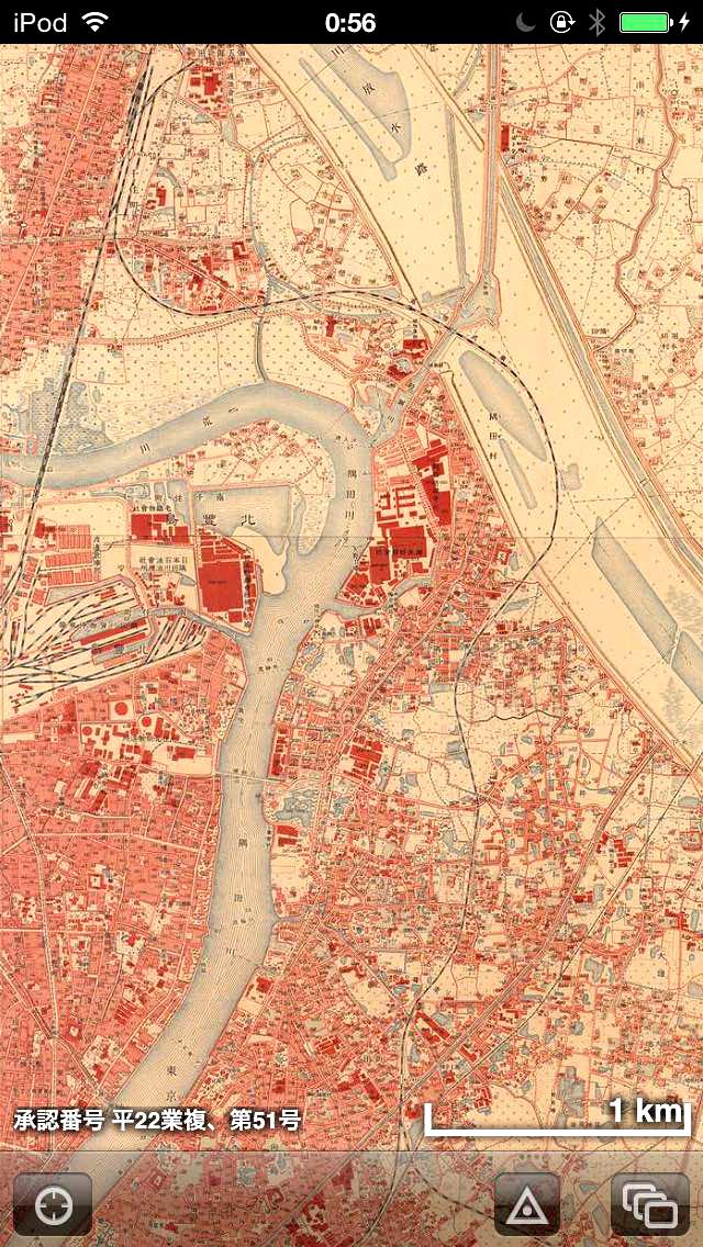 iPhoneアプリ「時層地図」で当該エリアの「大正5年~10年」を表示した様子。荒川放水路をまさに作ってる最中。東武線が荒川によってルートを変えられようとしているのが分かる。