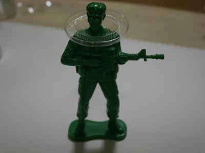 歩兵フィギュアは自力でゼリーを支えられないのでサポートを装着。