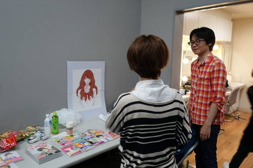 中央のイラストは3D彼女のヒロイン。2Dだ。