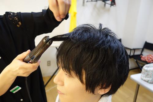 コテで前髪を伸ばすのがポイント