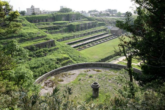 海に近い相川の市街地には選鉱所の廃墟がある