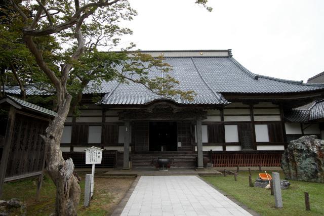 こちらは妙宣寺の本堂。その横にそびえるのが――