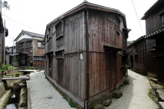 中には三角形の敷地に建てられた家も。船大工の技術、パネェ