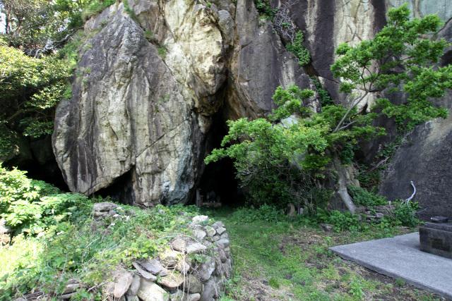 その近く、岩谷口という集落にある洞窟である
