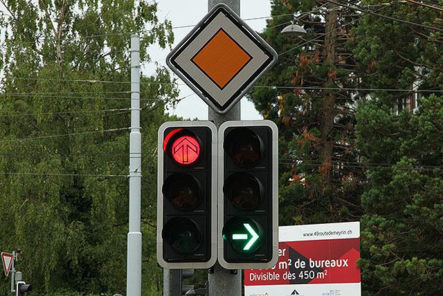ジュネーブの信号も方向指示は平行型だった。