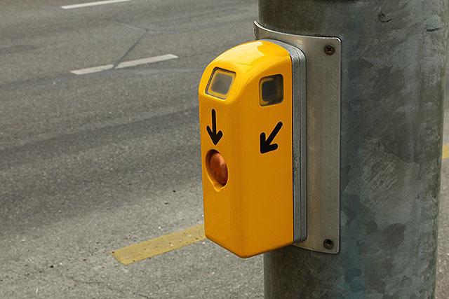 傘型矢印とボタンのみというシンプルさ。