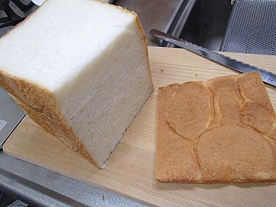 タイミングが良ければこういう形のパンの耳をくれる(または売ってくれる)パン屋もあります。