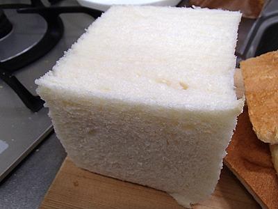 耳なしの切れてない食パン。