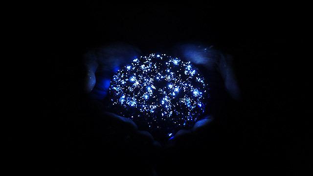 そこで、手のひらに星空を作りました!