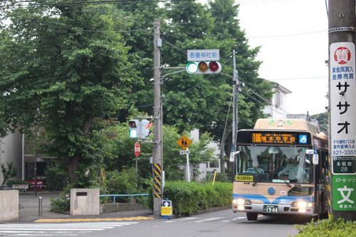 横浜市営バス106系統「吾妻神社前」で下車するのが良いかも
