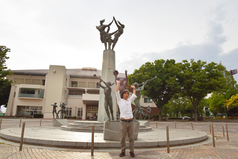 やってきたのは群馬県伊勢崎市。群馬ダイヤモンドペガサスのホームであり、プロ野球創設の功労者・鈴木惣太郎氏の出身地でもある