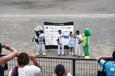 ヒーローは勝利投手のソト。通訳はヨンデル・ラミレス選手(アレックス・ラミレスの息子)